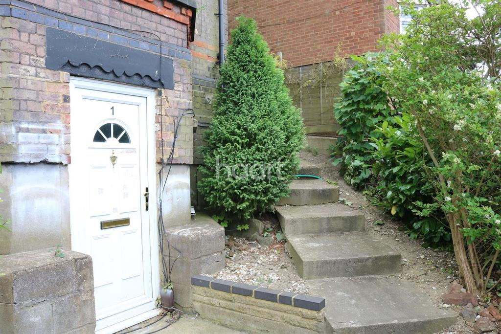 1 Bedroom Flat for sale in Walk To The Station