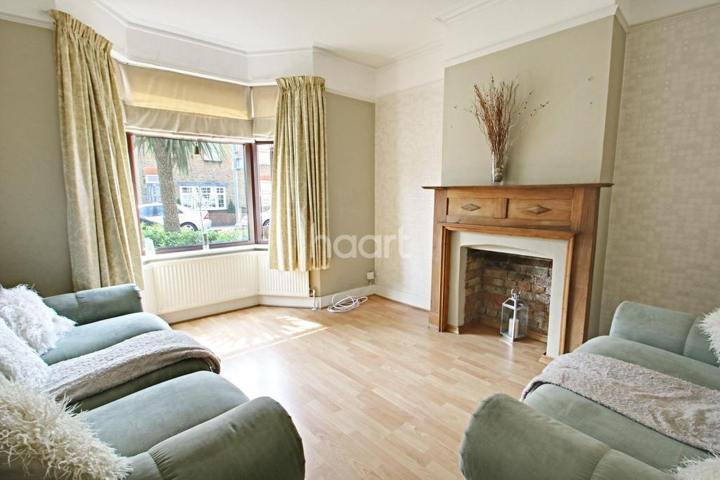 2 Bedrooms Terraced House for sale in Hainault Road, Romford