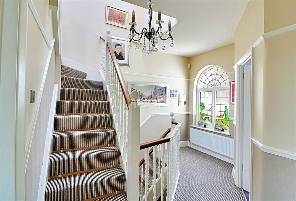 6 Bedrooms Semi Detached House for sale in Sussex Way, Cockfosters, EN4