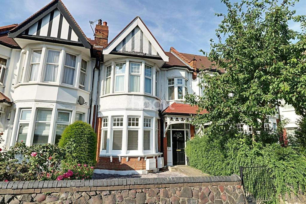 1 Bedroom Flat for sale in Lodge Drive, Palmers Green, N13