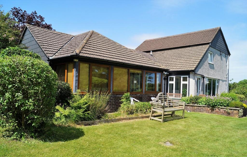 4 Bedrooms Detached House for sale in Heathfield