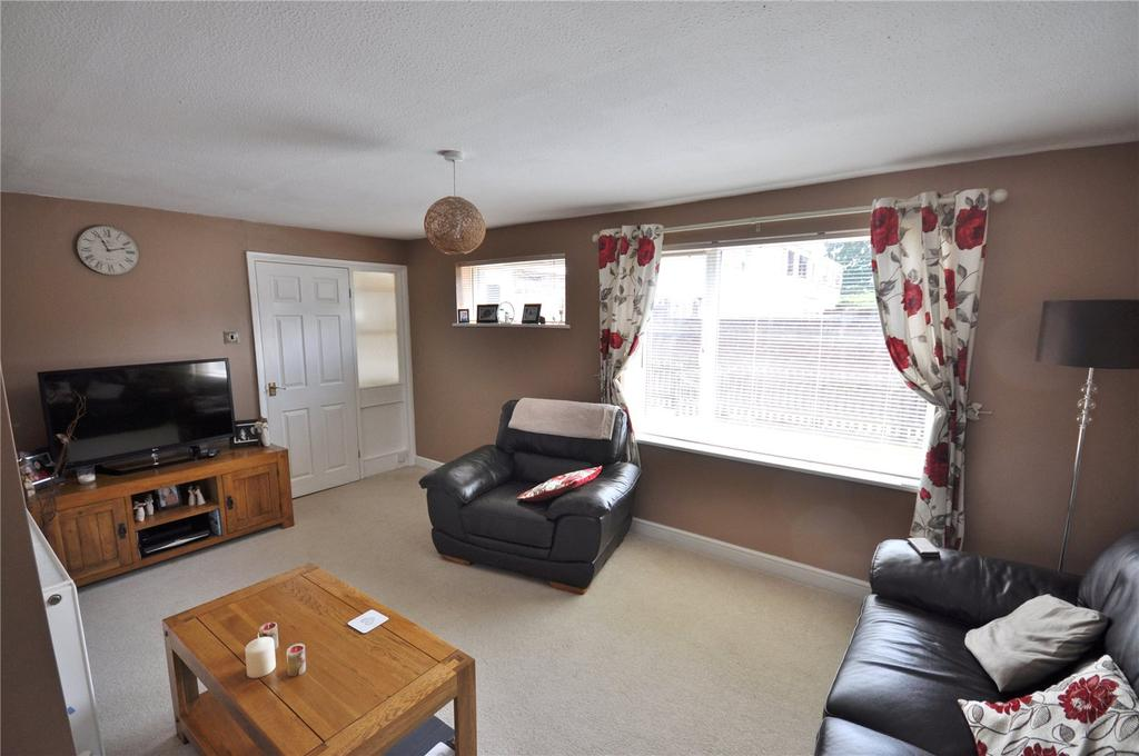 3 Bedrooms Terraced House for sale in Stubsmead, Eldene, Swindon, Wiltshire, SN3
