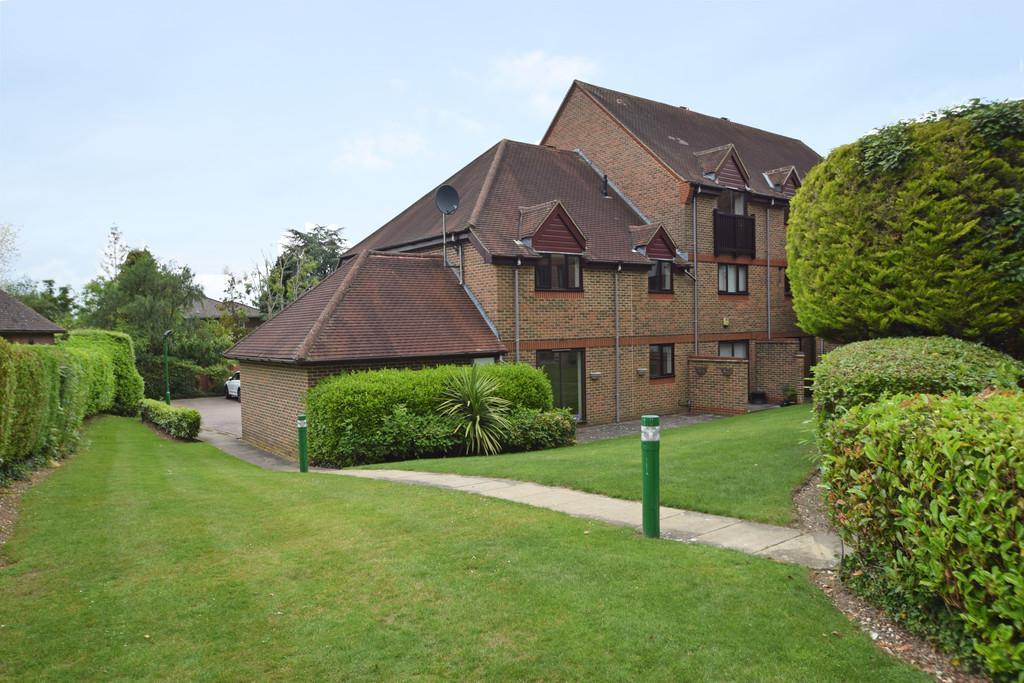 2 Bedrooms Maisonette Flat for sale in Eastcroft Court, Albury Road, Guildford GU1 2BU
