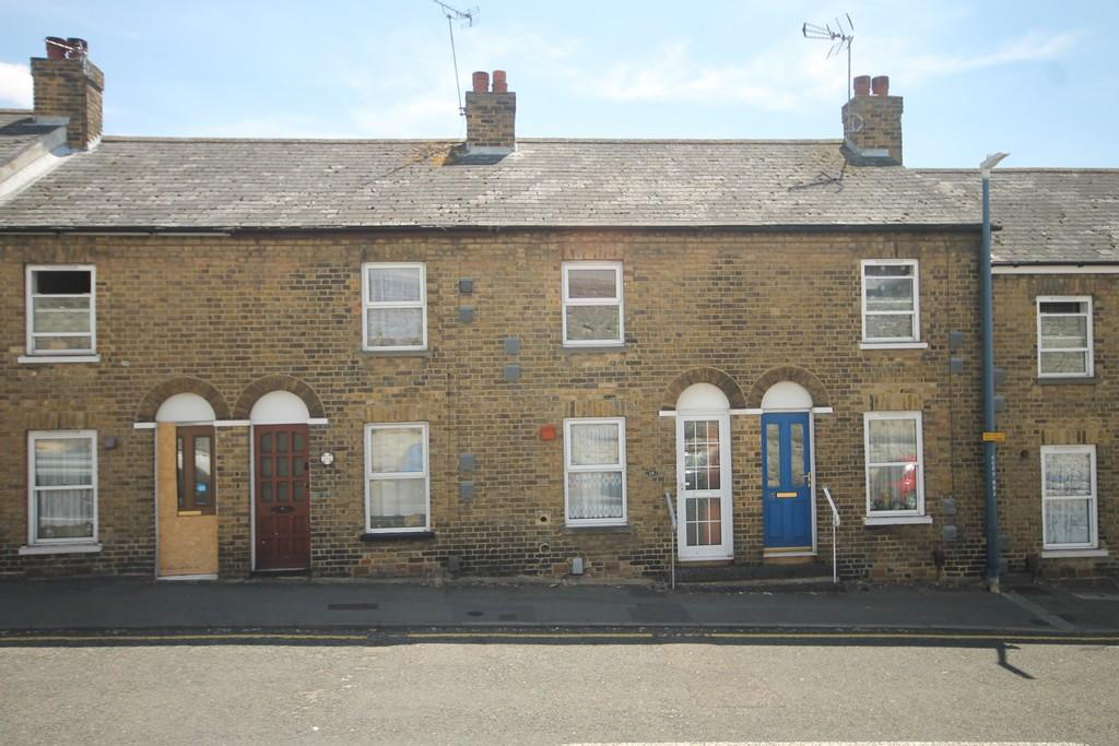 2 Bedrooms Terraced House for sale in County Road, Maidstone