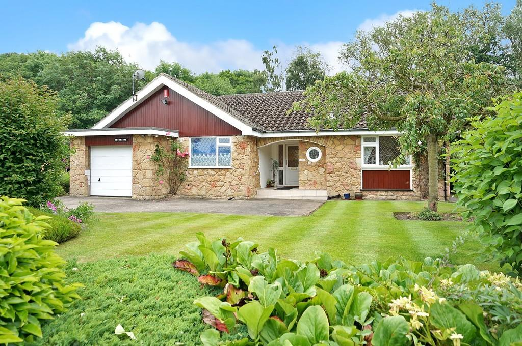 3 Bedrooms Detached Bungalow for sale in The Dell, Bardsey, Leeds