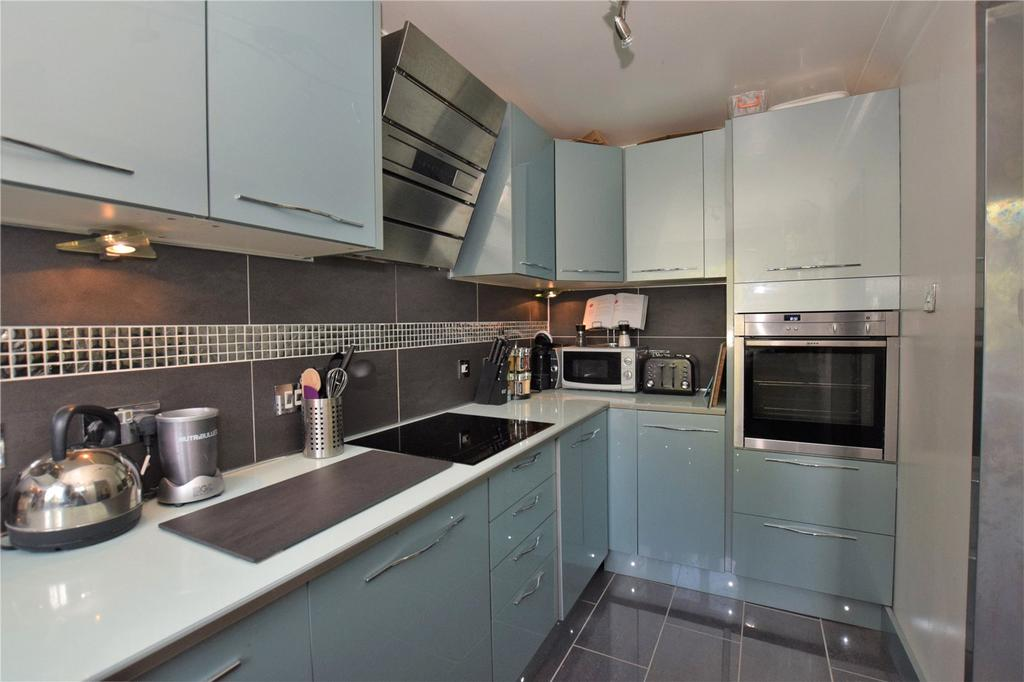 2 Bedrooms Apartment Flat for sale in Lockside Court, Aldermaston, Reading, RG7