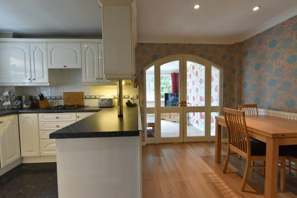 4 Bedrooms Semi Detached House for sale in Wordsworth Close, Ormskirk