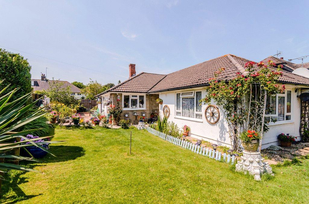 3 Bedrooms Detached Bungalow for sale in Manor Road, Sherborne St. John, Basingstoke, Hampshire, RG24
