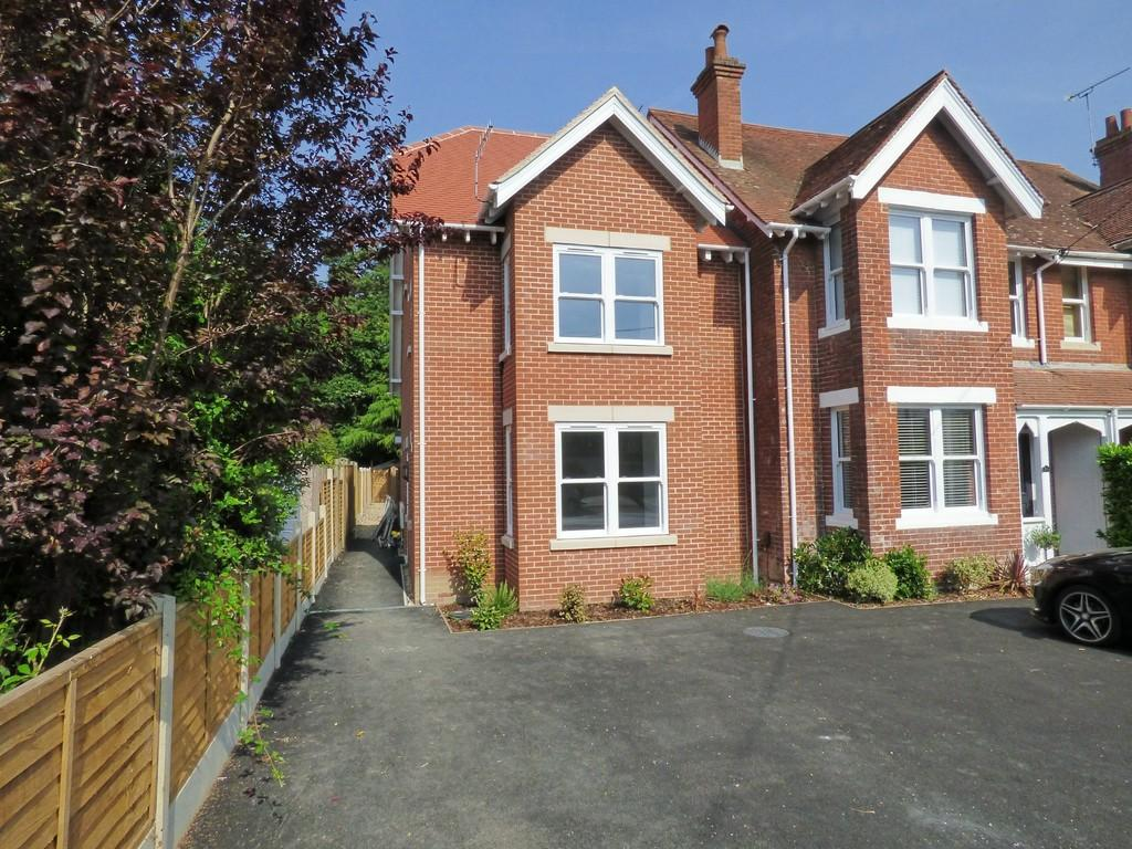 3 Bedrooms End Of Terrace House for sale in BROADSTONE