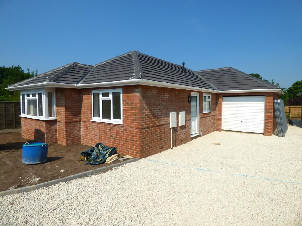 3 Bedrooms Detached Bungalow for sale in Bearwood, Bournemouth