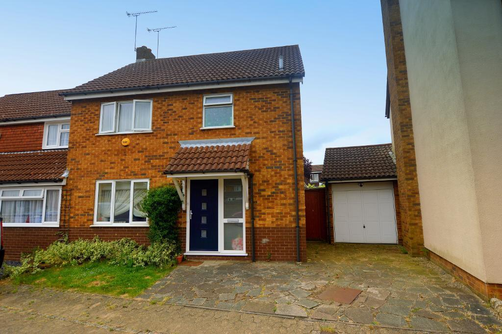 3 Bedrooms Semi Detached House for sale in Freshwater Close, Luton, Bedfordshire, LU3 3TA