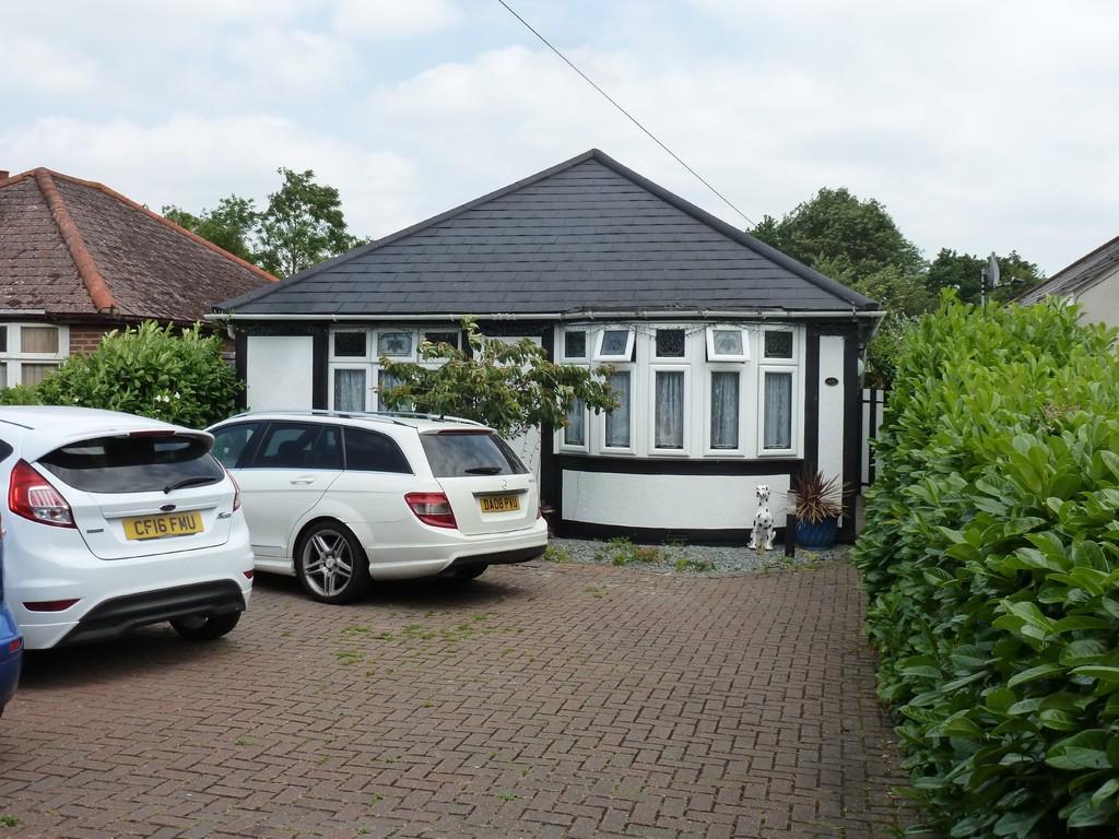 3 Bedrooms Detached Bungalow for sale in Holloway Road, Heybridge