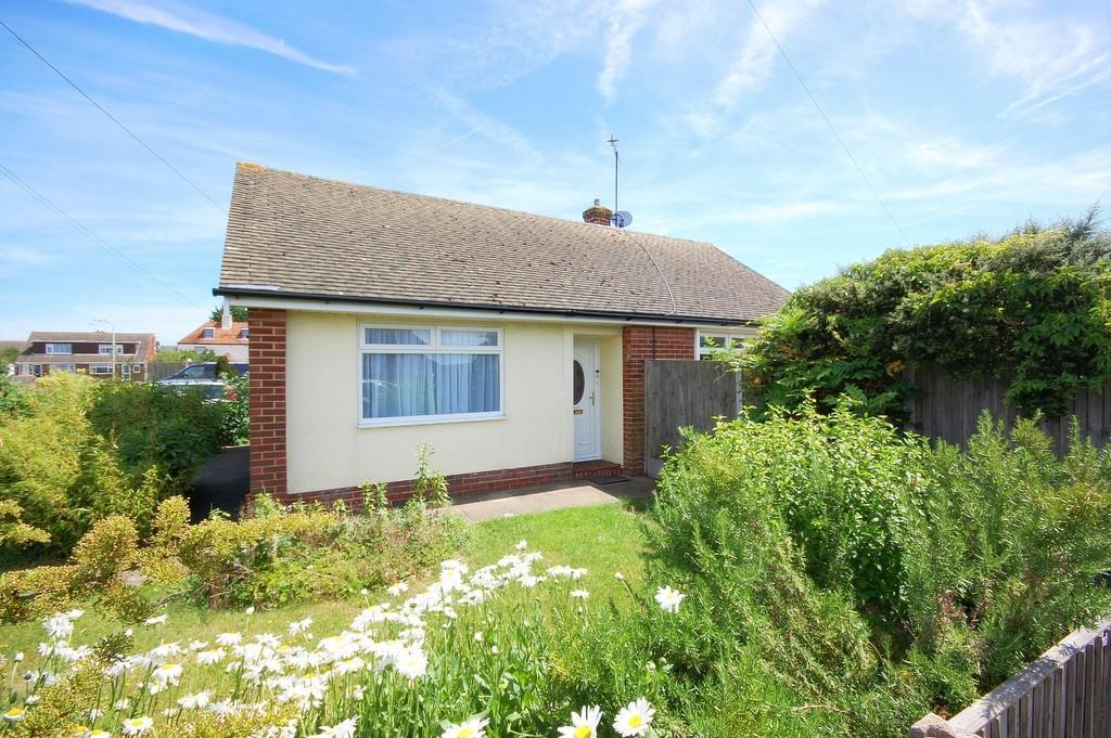 2 Bedrooms Detached Bungalow for sale in Blackburn Road, Herne Bay