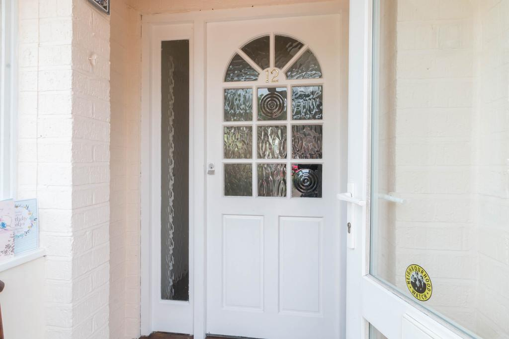 3 Bedrooms Semi Detached House for sale in Ufton Close, Shirley, Solihull