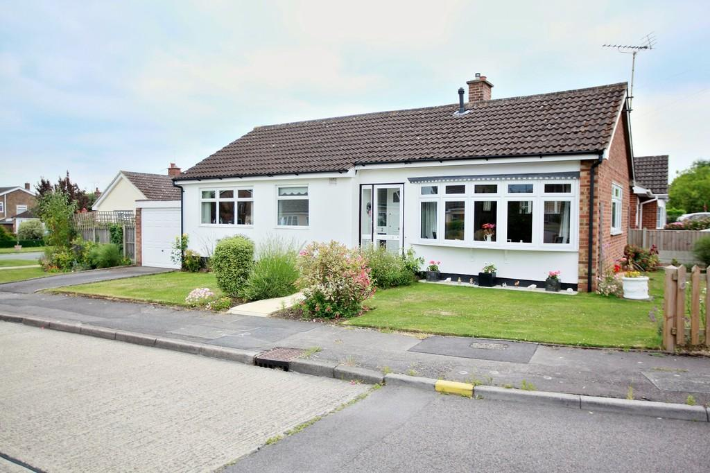 2 Bedrooms Detached Bungalow for sale in Attwoods Close, Chelmsford