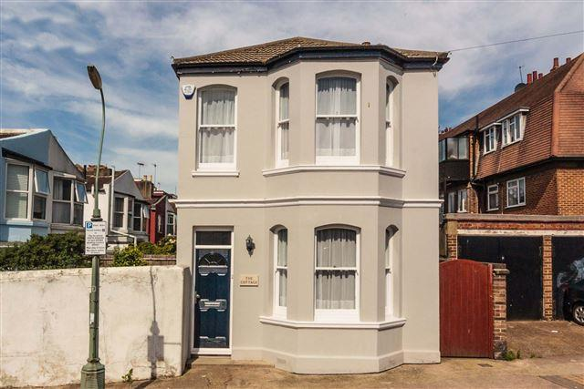 3 Bedrooms Detached House for sale in Sheridan Terrace, Hove