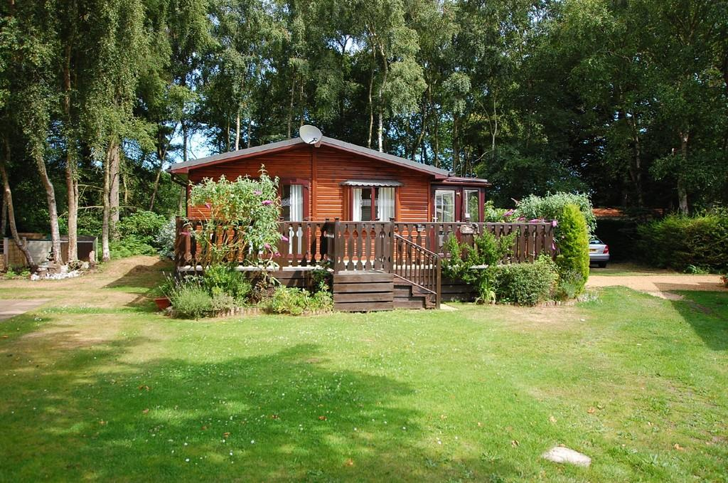 3 Bedrooms Mobile Home for sale in Forest Park Caravan Site, Northrepps Road, Cromer