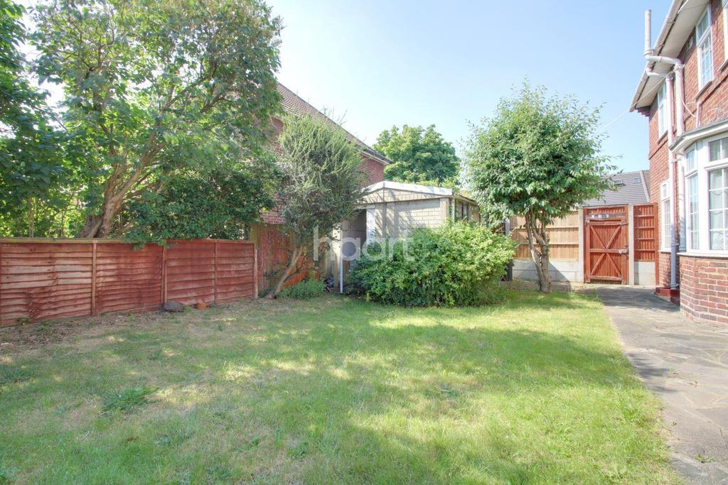 3 Bedrooms End Of Terrace House for sale in Rowlands Road, Dagenham.