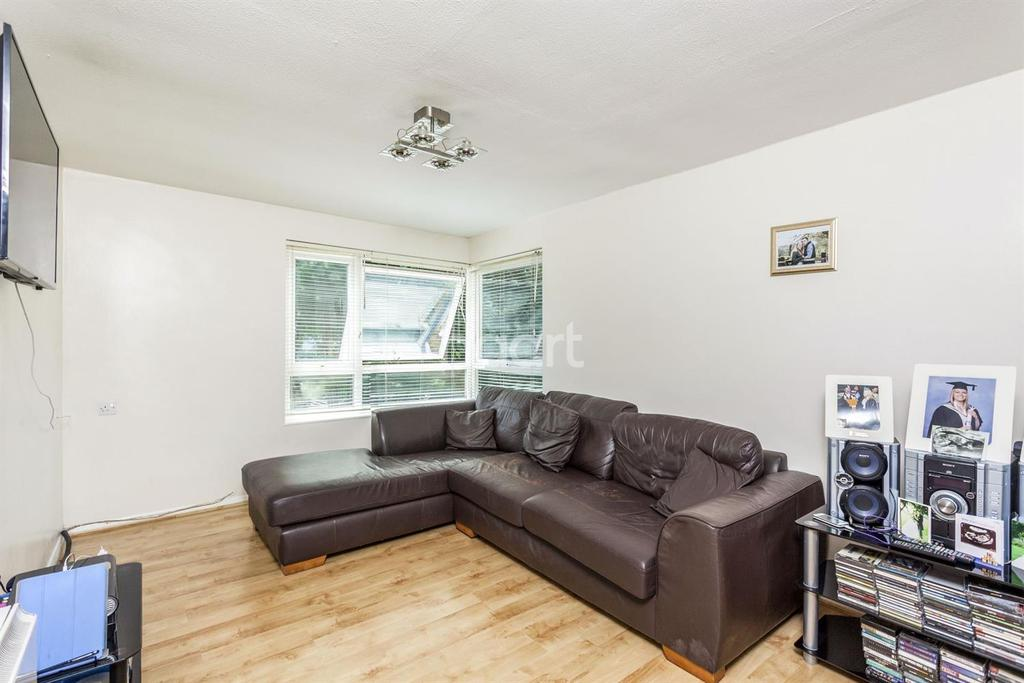 1 Bedroom Flat for sale in Lee House, Effra Close, Wimbledon