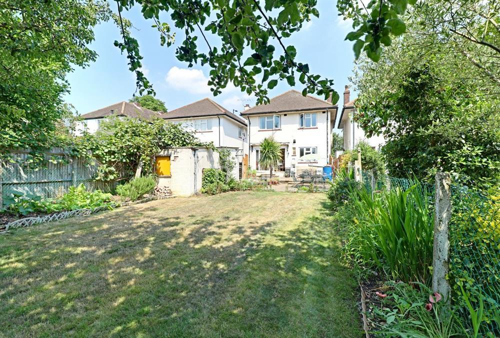 4 Bedrooms Detached House for sale in Chase Road, Southgate, N14