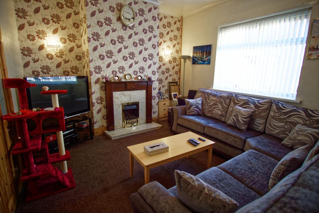 4 Bedrooms End Of Terrace House for sale in House for sale on Knowles Street