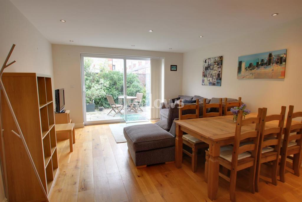 2 Bedrooms Flat for sale in Alexandra Road, Canton