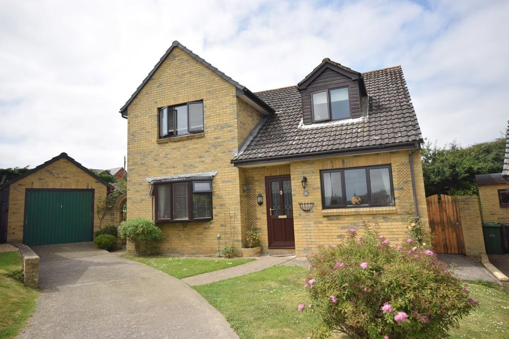 4 Bedrooms Detached House for sale in Lark Rise, Newport