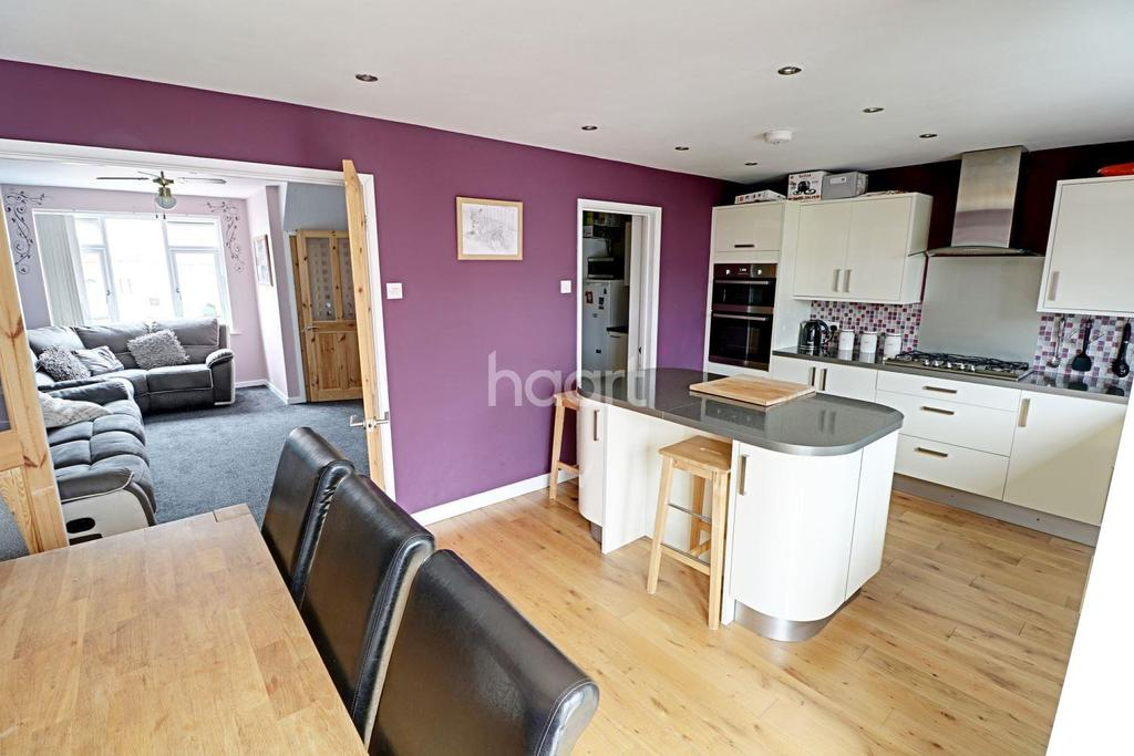 3 Bedrooms Terraced House for sale in Jersey Avenue, BS4