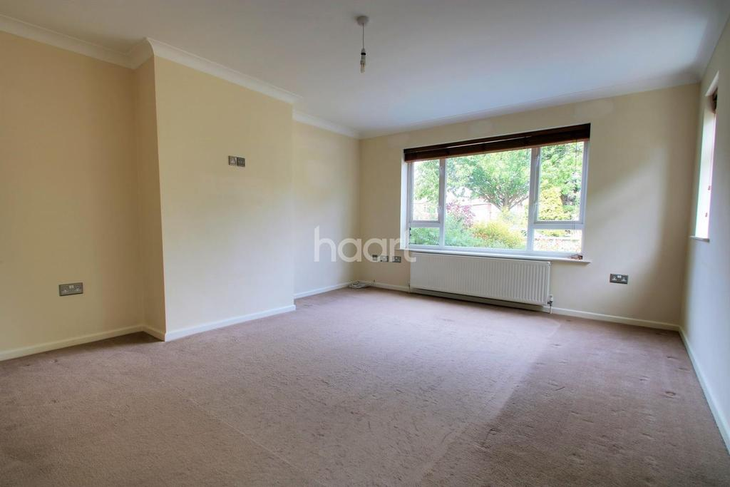 4 Bedrooms Semi Detached House for sale in East Clacton