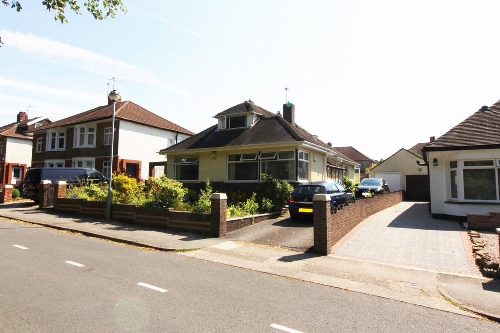 4 Bedrooms Detached Bungalow for sale in King George V Drive East, Heath