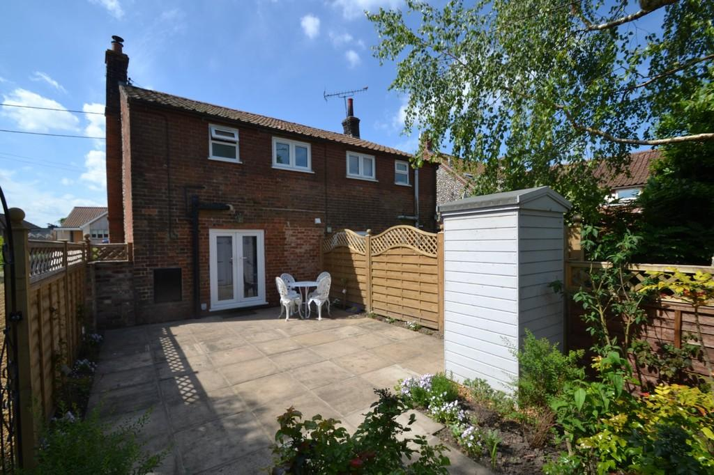 2 Bedrooms Semi Detached House for sale in Hindringham