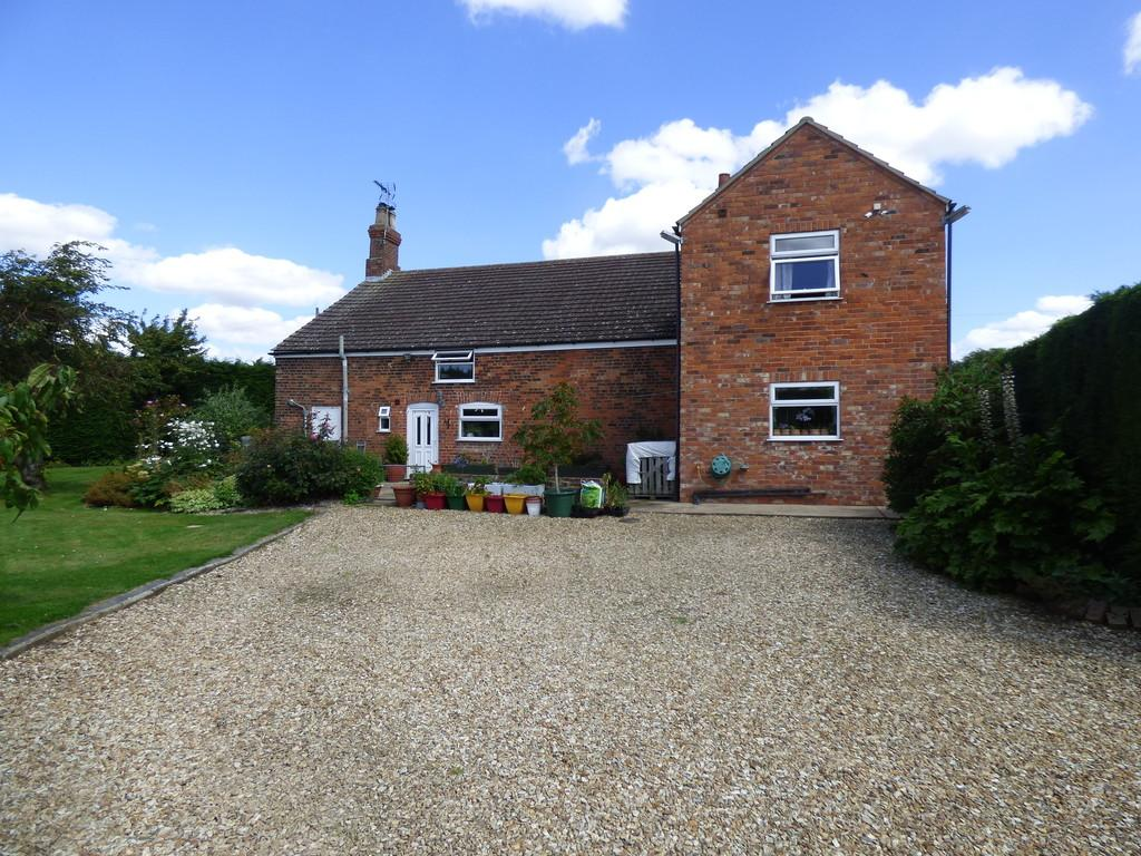 5 Bedrooms Detached House for sale in Station Road, Sutterton