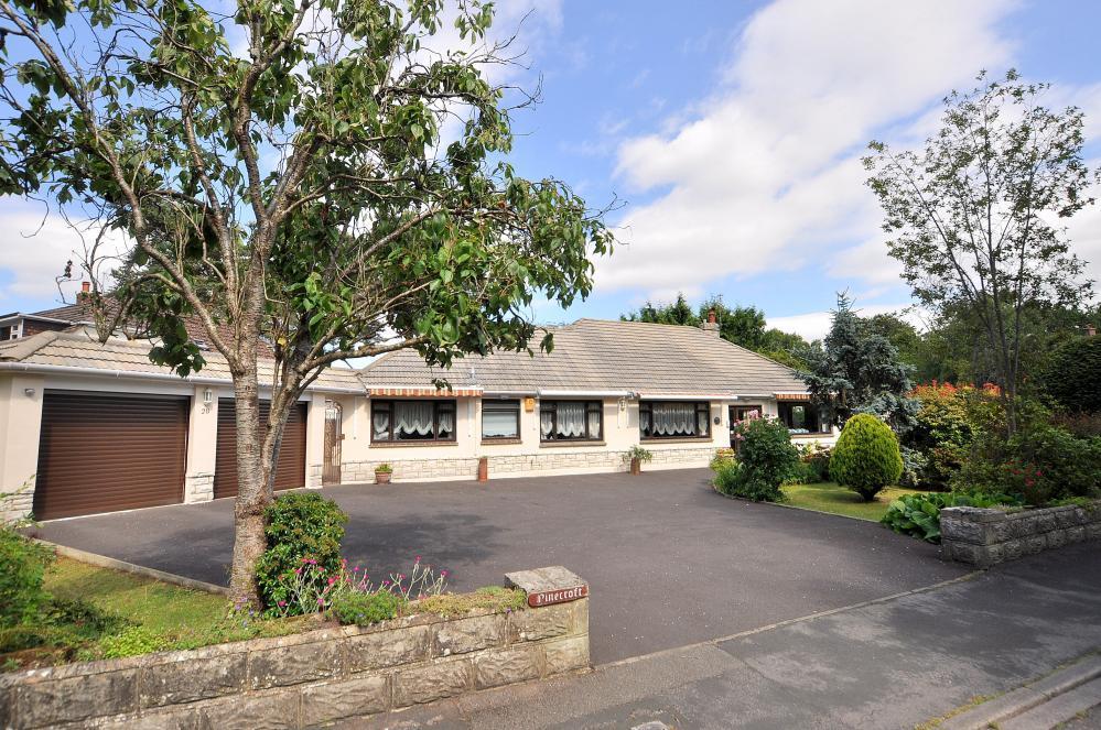 5 Bedrooms Detached Bungalow for sale in West Moors