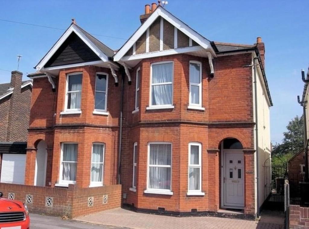 4 Bedrooms Semi Detached House for sale in Parkhurst Road, Guildford