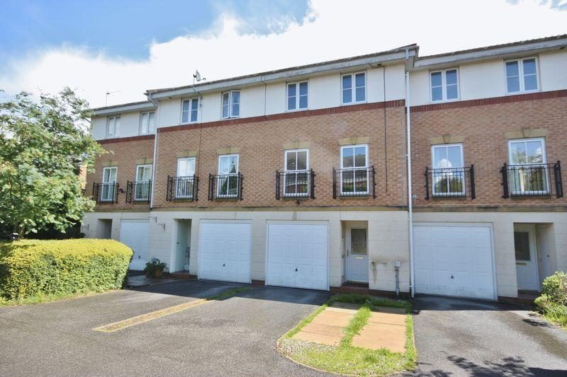 3 Bedrooms Town House for sale in Southwick Court, Beverley