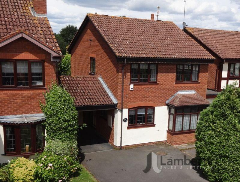 4 Bedrooms Detached House for sale in Riverside, Studley