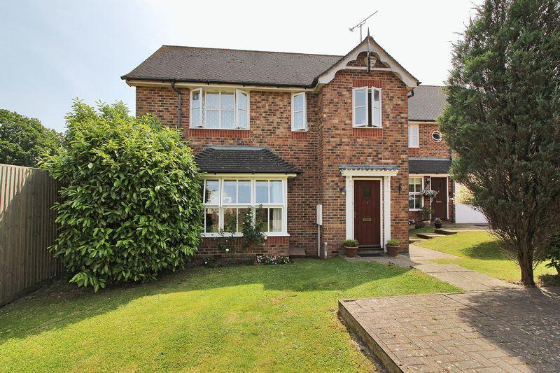 3 Bedrooms Detached House for sale in Bakers Close, Southwater