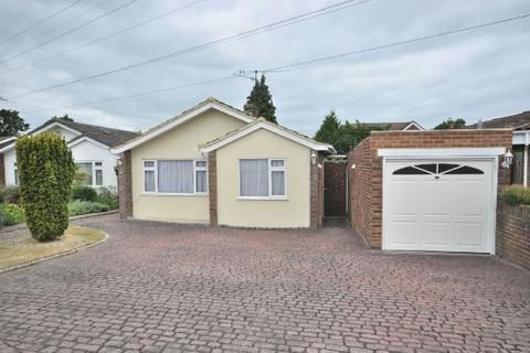 2 bedroom detached bungalow for sale - Saffron Close, Earley, Reading