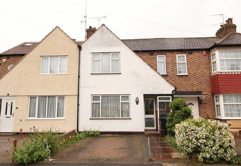 3 Bedrooms Terraced House for sale in Dale Close, Barnet