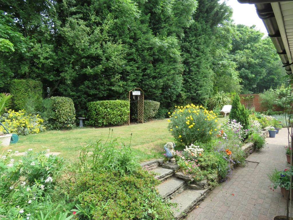 3 Bedrooms Detached Bungalow for sale in Berkswell Close, Solihull