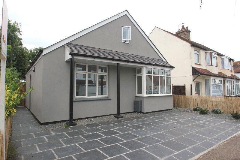 4 Bedrooms Detached House for sale in Lonsdale Road, Southend-on-Sea
