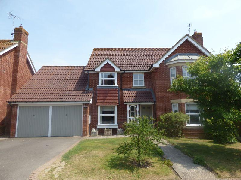 4 Bedrooms Detached House for sale in Muscovy Road, Ashford