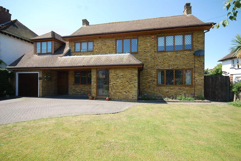 4 Bedrooms Detached House for sale in Folkestone