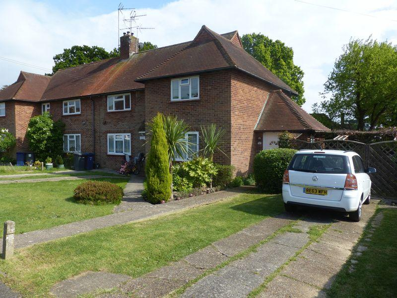 2 Bedrooms Apartment Flat for sale in Thistley Lane, Cranleigh
