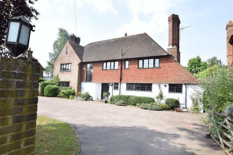 5 Bedrooms Detached House for sale in Maidstone Road, Sutton valence, Maidstone