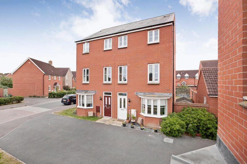 4 Bedrooms Semi Detached House for sale in Charolais Drive, Stockmoor, Bridgwater