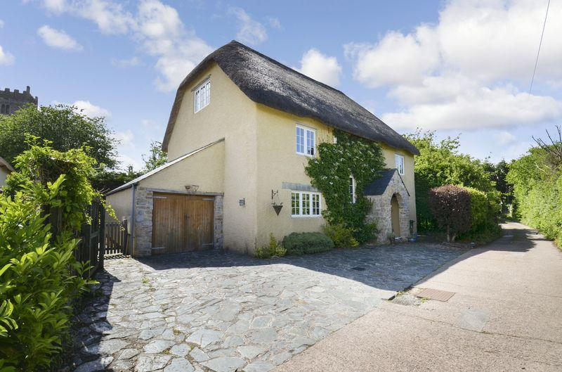 5 Bedrooms Detached House for sale in Abbotskerswell