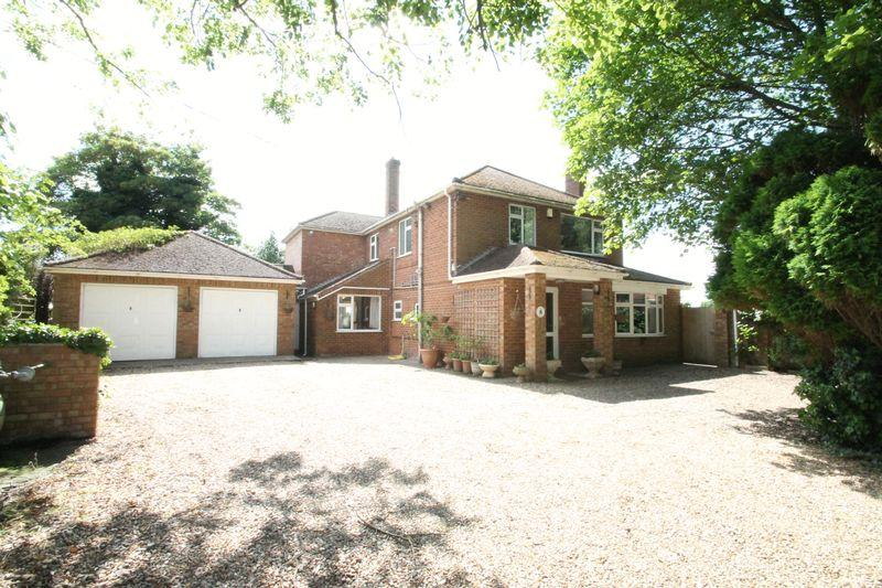 5 Bedrooms Detached House for sale in Quadring Road, Gosberton
