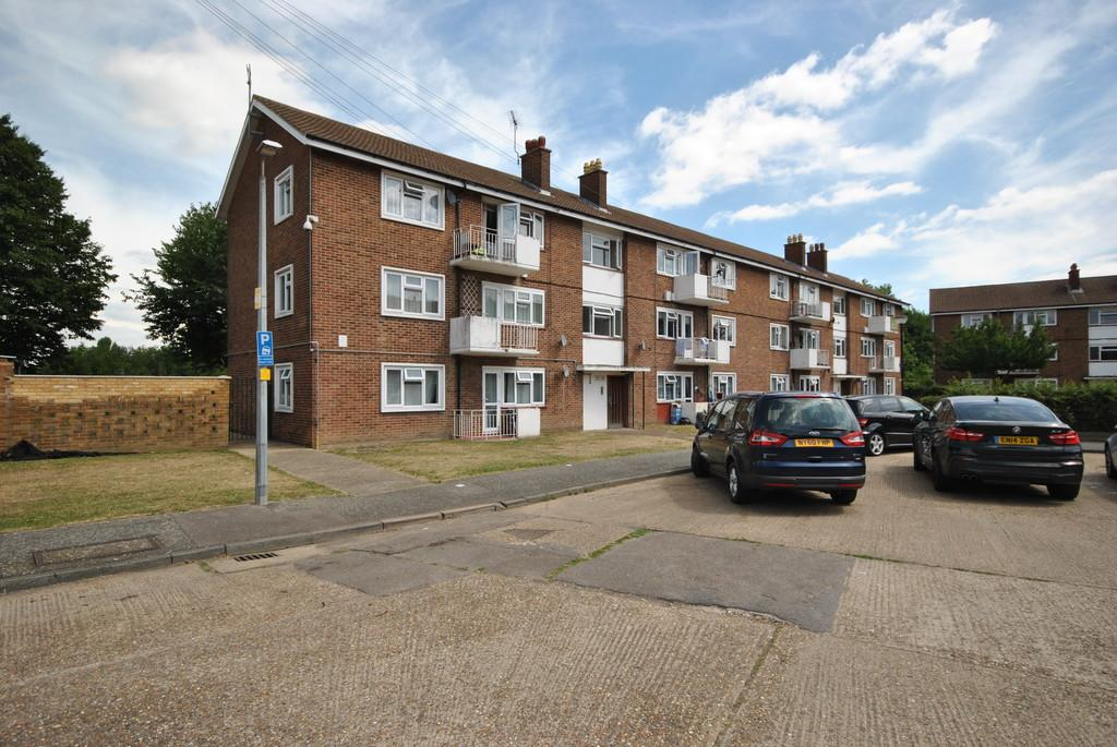 2 Bedrooms Apartment Flat for sale in Rush Green Gardens