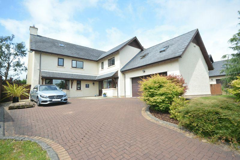 5 Bedrooms Detached House for sale in Careg Llwyd, Bridgend